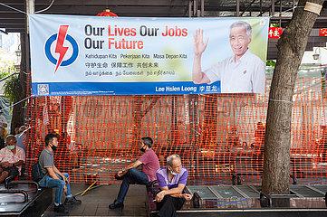 Singapur  Republik Singapur  Wahlplakat des amtierenden Premierministers Lee Hsien Loong in Chinatown