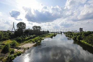 Lippe  renaturieres Flussauengebiet an der Lippemuendung in den Rhein  Wesel  Niederrhein  Nordrhein-Westfalen  Deutschland