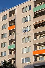Deutschland  Bremen - Fassade eines saniertem Wohnblocks