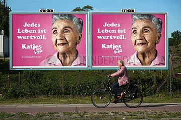 Deutschland  Bremen - Katjes-Werbung mit Corona-Bezug fordert auf an die Alten zu denken