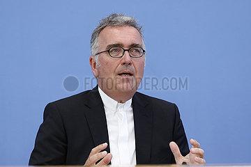 Bundespressekonferenz zum Thema: Seelsorge in der Bundeswehr im Spannungsfeld zwischen Kirche und Politik
