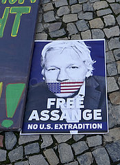 Protest gegen die Inhaftierung Julian Assanges vor der US-Botschaft