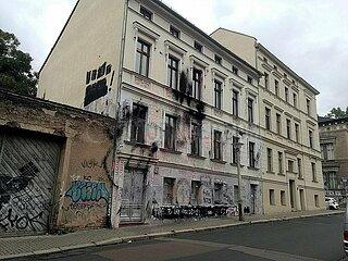 Farbschmiererei an Haus der Identitaeren Bewegung in Halle