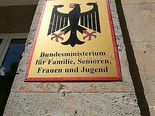 Bundesministerium fuer Familie  Senioren  Frauen und Jugend