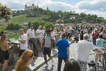 Alte Mainbruecke  Wuerzburg  Sommer  Juli 2020