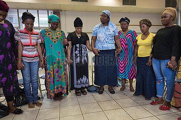 Pretoria  Suedafrika - Pastorin Rosalie Madika  Bibelstunde