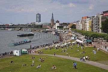 Rheinuferpromenade in Zeiten der Coronapandemie  Duesseldorf  Nordrhein-Westfalen  Deutschland