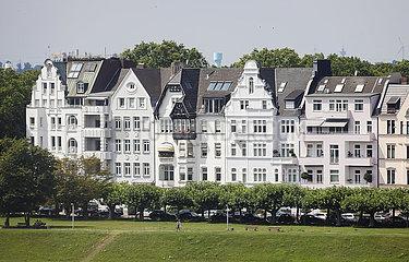 Immobilienwirtschaft  Haeuser im Stadtteil Oberkassel  Duesseldorf  Nordrhein-Westfalen  Deutschland
