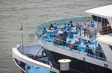 Ausflugsschiff MS RheinFantasie  Rheinuferpromenade in Zeiten der Coronapandemie  Duesseldorf  Nordrhein-Westfalen  Deutschland