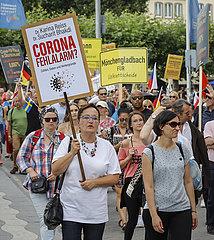Coronaleugner demonstrieren in Zeiten der Coronapandemie  Duesseldorf  Nordrhein-Westfalen  Deutschland