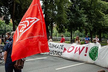 Gemeinsamer Streik der ÖPNV Arbeiter mit FFF in München