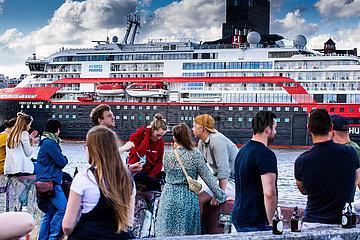 MS Fridtjof Nansen auf der Elbe