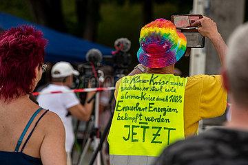Corona Rebellen demonstrieren auf der Theresienwiese