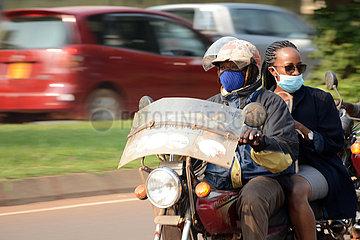 UGANDA-KAMPALA-COVID-19-COMMERCIAL Motorradfahrer