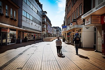 Menschenleere Innenstadt und Einkaufsstrasse von Elmshorn