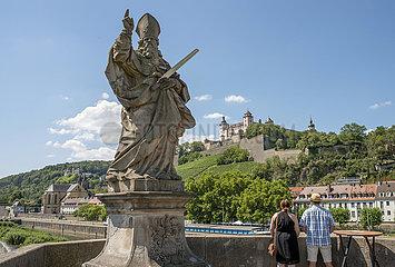 Heiliger Kilian  Brueckenheiliger  Alte Mainbruecke  Wuerzburg  Juli 2020