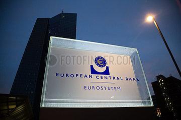 Deutschland  Frankfurt am Main - Schild am Suedeingang der Europaeischen Zentralbank (EZB)