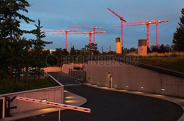 Deutschland  Frankfurt am Main - Einfahrt zur Tiefgarage der Europaeischen Zentralbank (EZB)  hinten Baukraene