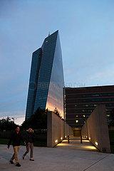 Deutschland  Frankfurt am Main - Suedseite der Europaeischen Zentralbank (EZB) im Sonnenuntergang