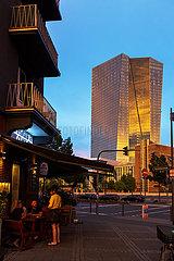Deutschland  Frankfurt am Main - Restaurant  hinten die Europaeische Zentralbank (EZB)