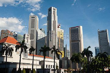 Singapur  Republik Singapur  Stadtansicht mit Wolkenkratzern im Geschaeftsviertel