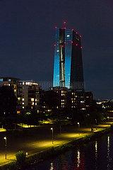 Deutschland  Frankfurt am Main - die Europaeische Zentralbank (EZB)  vorne der Fluss Main