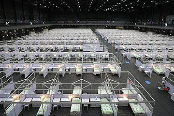 Xinhua Headlines: Hong Kong opens first makeshift hospital as virus spread worsens