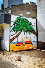 Wandgemälde und Mural mit Palmen