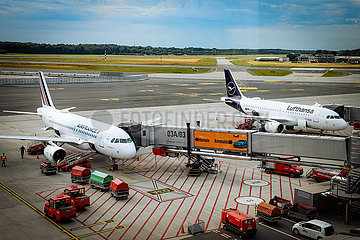 Leere auf dem Rollfeld - Helmut Schmidt Airport