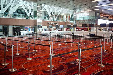 Singapur  Republik Singapur  Leere Abflughalle im Terminal 1 am Flughafen Changi waehrend Coronakrise