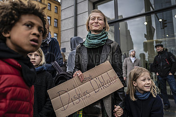 Protest against the restrictions due to the coronavirus in Berlin