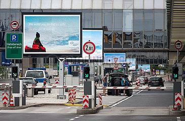 Deutschland  Frankfurt am Main - Wenig Betrieb beim Terminal 1 (departures) am Flughafen Frankfurt wegen der Coronakrise