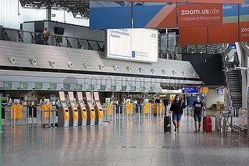 Deutschland  Frankfurt am Main - Kaum Betrieb im Terminal 1 (departures) am Flughafen Frankfurt wegen der Coronakrise