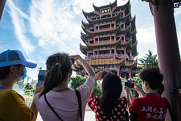 CHINA-HUBEI-TOURIST ATTRACTIONS-MEDICAL ASSISTANCE PERSONNEL-VISIT(CN)