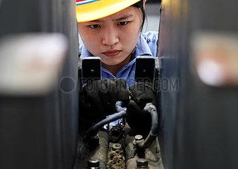 CHINA-HENAN-ZHENGZHOU-LOCOMOTIVE DEPOT-MAINTENANCE WORKER (CN)