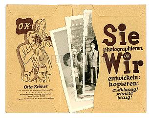 Fotobestellung im Fotolabor  bestellte Bilder abholen  Muenchen  1957