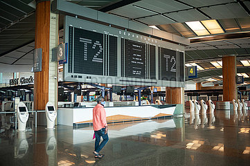 Singapur  Republik Singapur  Leere Abflughalle im Terminal 2 am Flughafen Changi waehrend Coronakrise
