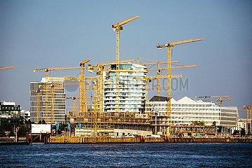 Baukraene und Baustelle in der Hafencity