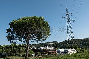 Kroatien  Rab  San Marino - renovierungsbeduerftige Yacht an Land