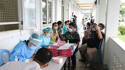 MYANMAR-Naypyidaw-Panglong Friedenskonferenz-COVID-19-TEST-MYANMAR Naypyidaw-Panglong Friedenskonferenz-COVID-19-TEST
