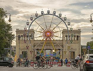Riesenrad am Koenigsplatz  Aktion Sommer in der Stadt  Muenchen  August 2020
