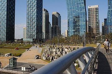 Seoul  Suedkorea  Stadtansicht von New Songdo City mit modernen Hochhaeusern