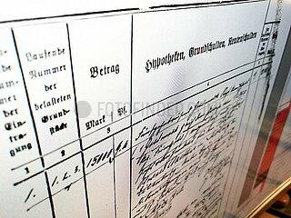 Historisches Grundbuchblatt am Computer