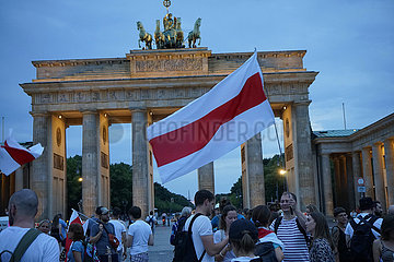 Brandenburger Tor Demonstration Freiheit fuer Belarus Weissrussland