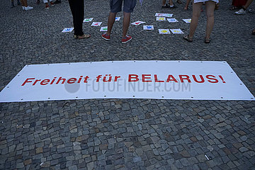 Brandenburger Tor Demonstration Freiheit fuer Belarus Weissrussland