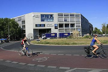 Berliner Kreisverkehr mit Fahrradweg