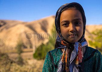 IRAN - TURKMEN Mädchen mit den traditionellen Kleidung - KARIM Ishan