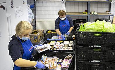 Lebensmittelausgabe bei der Tafel