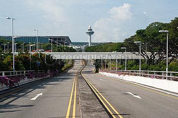 Singapur  Republik Singapur  Verlassene Zufahrtsstrassen zum Terminal 3 am Flughafen Changi