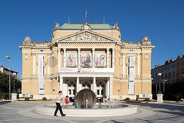 Kroatien  Rijeka - Kroatisches Nationaltheater Rijeka Ivan Zajc  waere ohne Corona ein Spielort fuer Kulturhauptstadt Europas 2020 gewesen